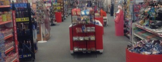 Walgreens is one of สถานที่ที่ Lani ถูกใจ.