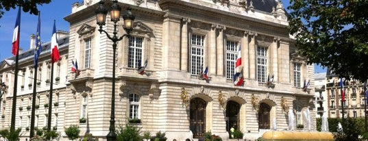 Mairie de Levallois-Perret is one of Lieux qui ont plu à Marc-Edouard.