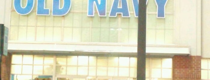 Old Navy is one of Locais curtidos por Leonda.