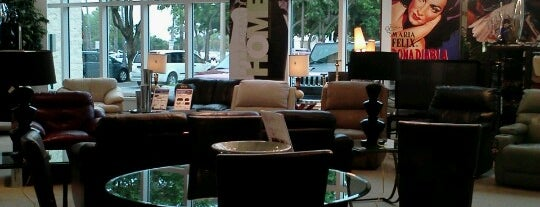 Rooms To Go Furniture Store is one of สถานที่ที่บันทึกไว้ของ Slava.