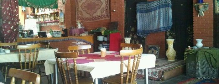 Raajmahal is one of Restaurantes.