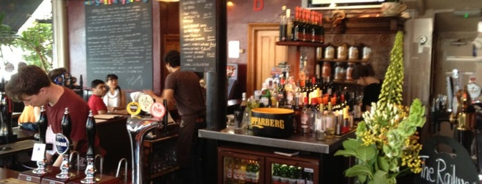 The Railway Tavern is one of 1001 reasons to <3 London.