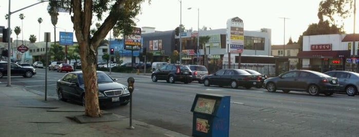 Koreatown is one of Los Angeles.