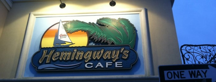 Hemingway's Cafe is one of Lugares guardados de Lizzie.