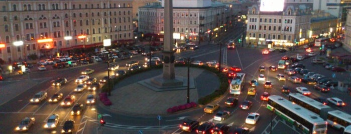 Vosstaniya Square is one of Lugares favoritos de Alexander.