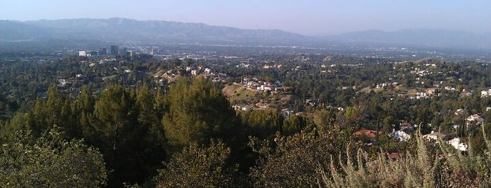 Topanga Canyon Lookout is one of Stephanie 님이 좋아한 장소.