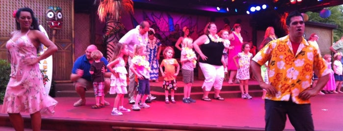 Spirit of Aloha Dinner Show is one of Posti che sono piaciuti a Jaime.