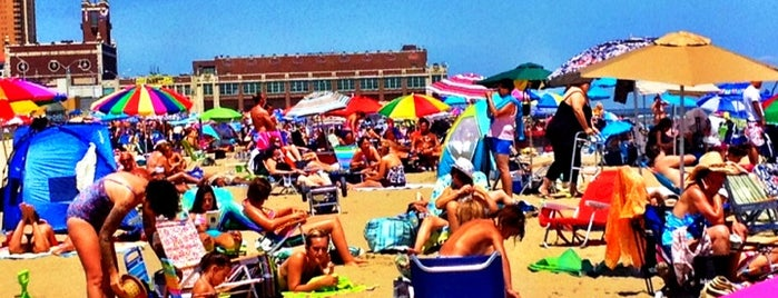Asbury Park Beach is one of Lugares favoritos de SKW.