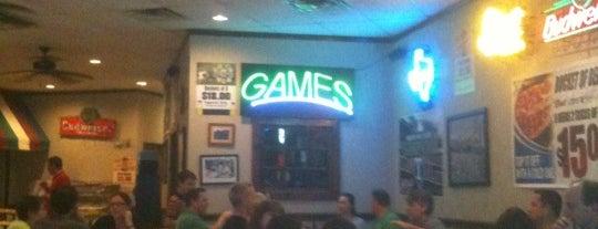 Carmine's Pizzeria is one of Lugares favoritos de Josh.
