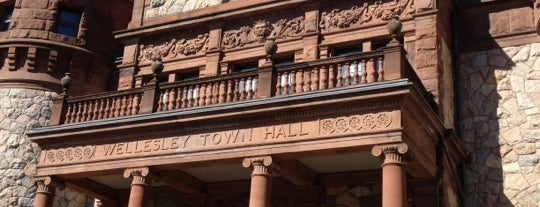 Wellesley Town Hall is one of สถานที่ที่ Don ถูกใจ.