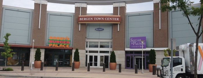 The Outlets at Bergen Town Center is one of Tempat yang Disukai Nelly.
