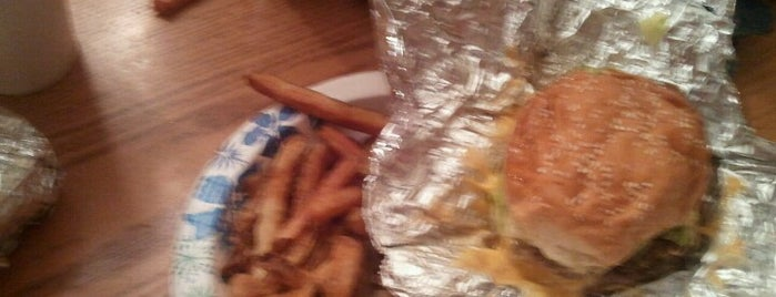Five Guys is one of JKOさんのお気に入りスポット.