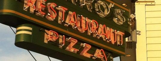 Marro's Italian Restaurant is one of สถานที่ที่ CS_just_CS ถูกใจ.