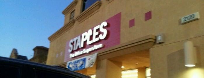 Staples is one of สถานที่ที่ Andrew ถูกใจ.