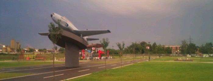Парк Аеродром (Авион) is one of Lugares favoritos de Carl.