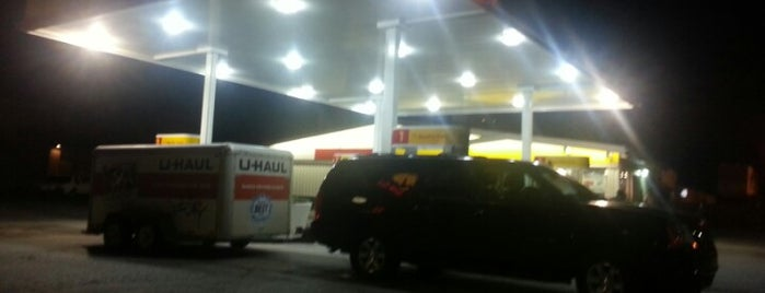 Shell is one of Lieux qui ont plu à Judah.
