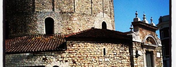 Duomo Vecchio is one of Serdar😋'ın Kaydettiği Mekanlar.