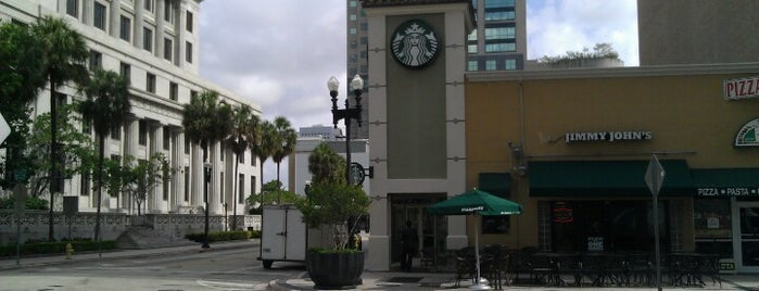 Starbucks is one of Locais curtidos por Janet.