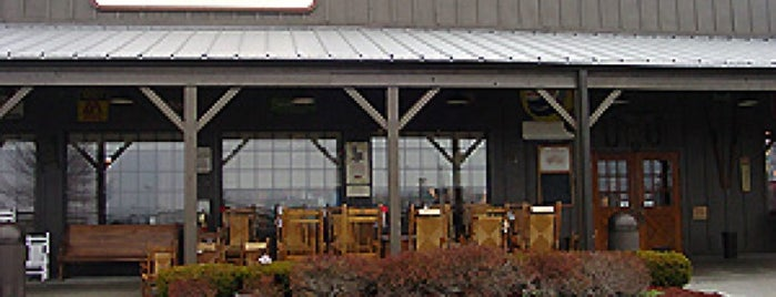 Cracker Barrel Old Country Store is one of Lugares guardados de Darrell.