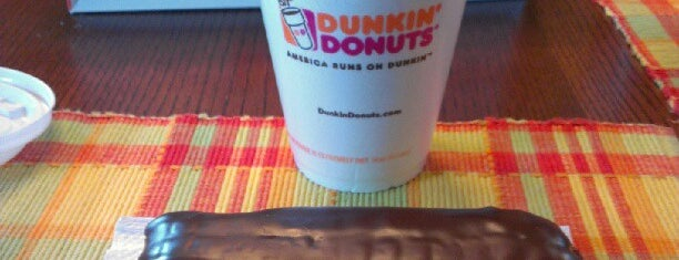 Dunkin Donuts / Baskin Robbins is one of Lugares favoritos de Aaron.