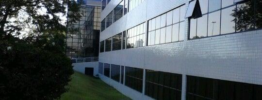 UFPR - Universidade Federal do Paraná (Campus Jardim Botânico) is one of สถานที่ที่ Sabrina ถูกใจ.