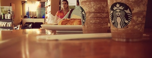 Starbucks is one of สถานที่ที่ Lupita ถูกใจ.