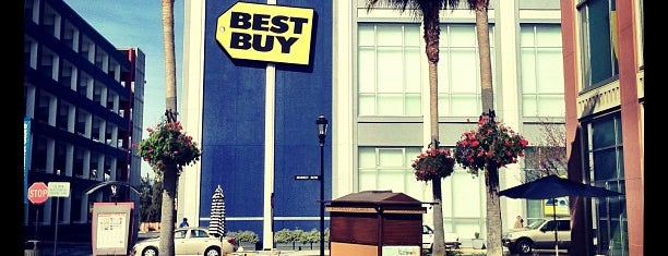 Best Buy is one of Lugares favoritos de Alberto J S.