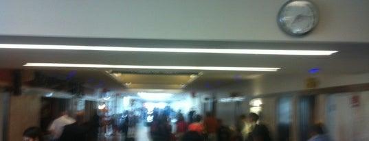 제네랄 미첼 국제공항 (MKE) is one of International Airport Lists (2).