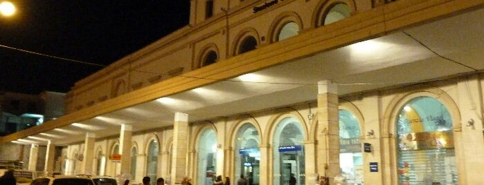 Stazione Salerno is one of Locais curtidos por Hamilton.