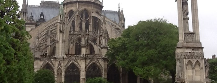 Собор Парижской Богоматери is one of SmartTrip в Париж за волшебством.