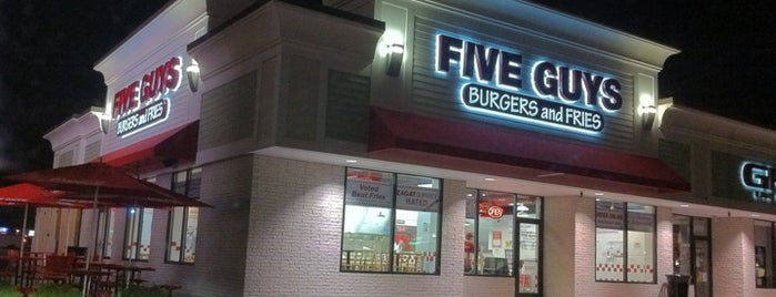 Five Guys is one of Lieux qui ont plu à Rob.