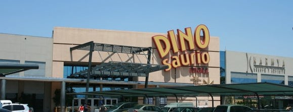 Dinosaurio Mall Cinemas is one of Cines.