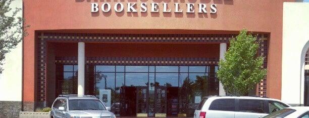 Barnes & Noble is one of Orte, die Jamie gefallen.