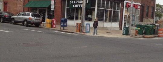Starbucks is one of Lieux qui ont plu à Maddie.
