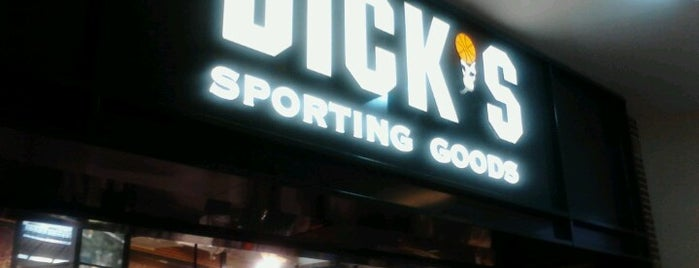 DICK'S Sporting Goods is one of Posti che sono piaciuti a Jay.
