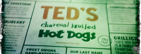 Ted's Hot Dogs is one of Posti che sono piaciuti a Jenny.