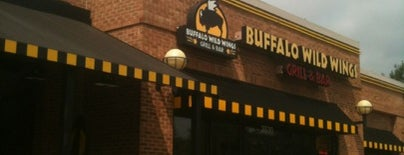 Buffalo Wild Wings is one of Lugares favoritos de Lulu.