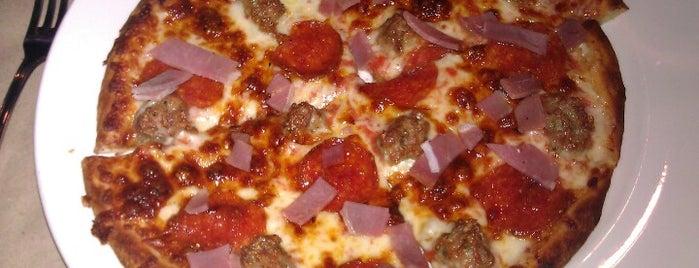 Pie, Pizza & Pastas is one of Christopher: сохраненные места.