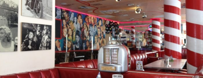 The Sixties Diner is one of Lugares guardados de Sarah.