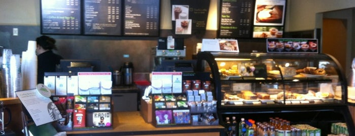 Starbucks is one of สถานที่ที่ PrimeTime ถูกใจ.