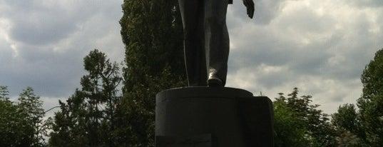 Памятник Ю.А. Гагарину is one of สถานที่ที่ Stanislav ถูกใจ.