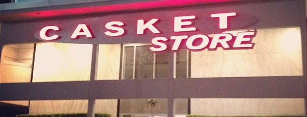 Casket Store is one of Zach'ın Beğendiği Mekanlar.