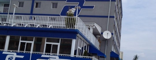 Adventurer Oceanfront Inn is one of Tempat yang Disukai Lorraine-Lori.