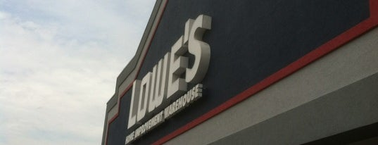 Lowe's Home Improvement is one of Orte, die Lindsaye gefallen.