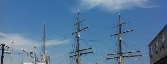 Pier 21 is one of Lugares favoritos de Sergio M. 🇲🇽🇧🇷🇱🇷.