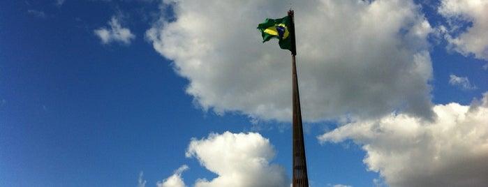 Mastro Bandeira Nacional do Brasil is one of Lieux qui ont plu à Ariane Kelly.