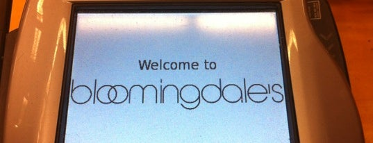 Bloomingdale's is one of Locais curtidos por Helaine.