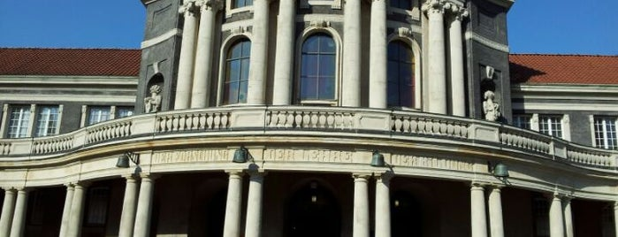 Universität Hamburg - Hauptgebäude is one of Lennart : понравившиеся места.