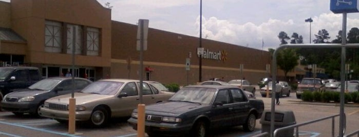 Walmart Supercenter is one of Locais curtidos por Morgan.