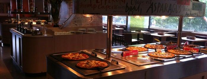 必勝客 Pizza Hut 歡樂吧 is one of Around the World - Noms.